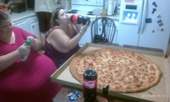fat-women-eating-pizza1