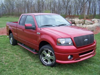 2007 Ford F-150 FX2 Sport: The FX2 features a dark billet grille, a sporty, deep front valance, monochromatic paint and unique 18-inch wheels. (5/11/2006)