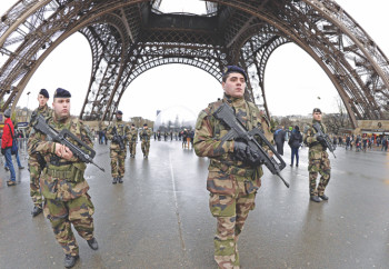 french-soldiers-patrol-1